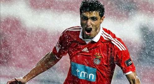 SÁBADO 20 DE MAYO DE 2017 Benfica felicita a Tacuara Cardozo, su máximo goleador extranjero