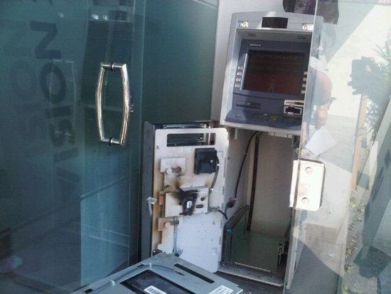 ladrones fuerzan cajero autom tico y se roban g 500