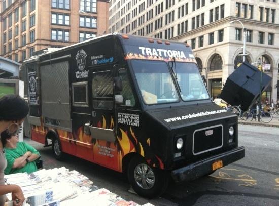 Marky ramone vende alb ndigas en nueva york for Marky ramone marinara sauce