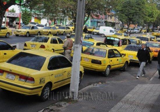 Taxistas se movilizan contra el senado