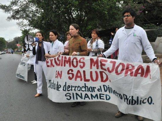 Resultado de imagen para medico en paro paraguay