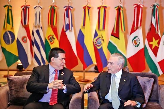Cartes viajó a Brasil para tratar temas bilaterales