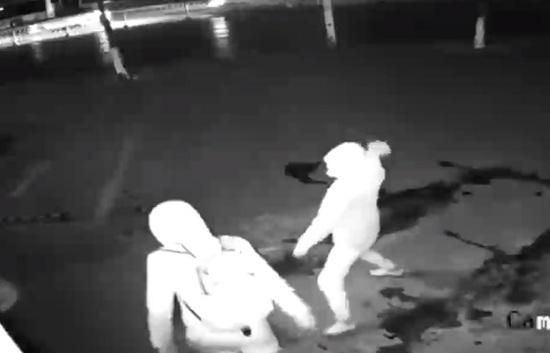 Video viral: ladrón dejó inconsciente a su compañero en pleno robo